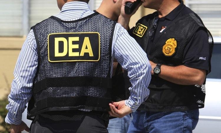 Đặc vụ DEA tại hiện trường vụ xả súng ở Florida hồi tháng 6/2016. Ảnh: AP.