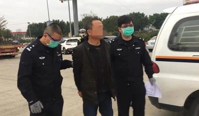 Người đàn ông họ Zhang ra đầu thú ở Quảng Đông vào tháng này. Ảnh: Weibo.