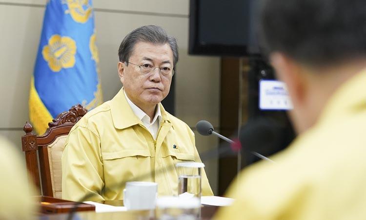 Tổng thống Hàn Quốc Moon Jae-in trong cuộc họp khẩn hôm 21/2. Ảnh: Yonhap.