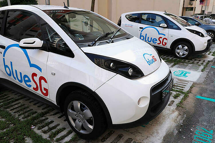 Một mẫu BlueSG trong chương trình chia sẻ xe điện của Singapore ra mắt hồi 2017. Ảnh: Reuters