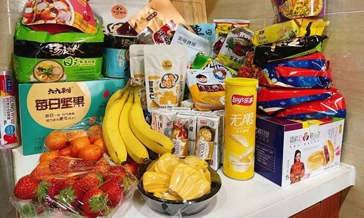 3. Thực phẩm mà vợ chồng Dương Mạn Linh tích trữ. Ảnh: CGTN.