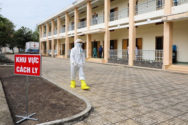 Trường Quân sự có diện tích 15 ha, một phần cơ sở vật chất được tận dụng làm bệnh viện dã chiến có quy mô 300 giường bệnh. Bệnh viện chia làm 6 khu, tạm thời khu 1 và khu 2 khu đã chuẩn bị xong với hơn 100 giường bệnh.