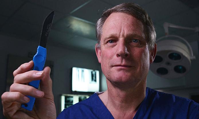 Bác sĩ pháp y từng giải phẫu 23.000 tử thi -