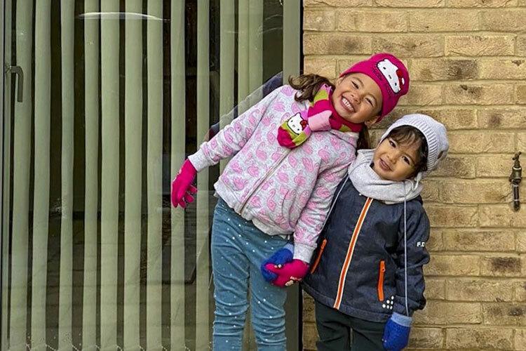 Betty đưa hai con sang Anh sau khi trường học Hong Kong đóng cửa. Ảnh: Handout.