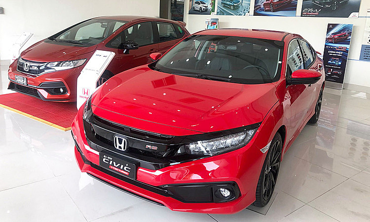 Honda Civic giam 100 trieu dong day hang ton