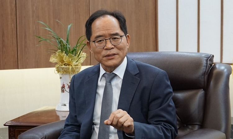 Đại sứ Hàn Quốc tại Việt Nam Park Noh-wan trong gặp các phóng viên chiều nay tại Hà Nội. Ảnh: HV