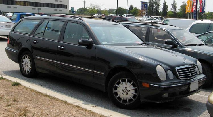 Mercedes E-classđời 2000-2003 phiênbản station wagon. Ảnh: