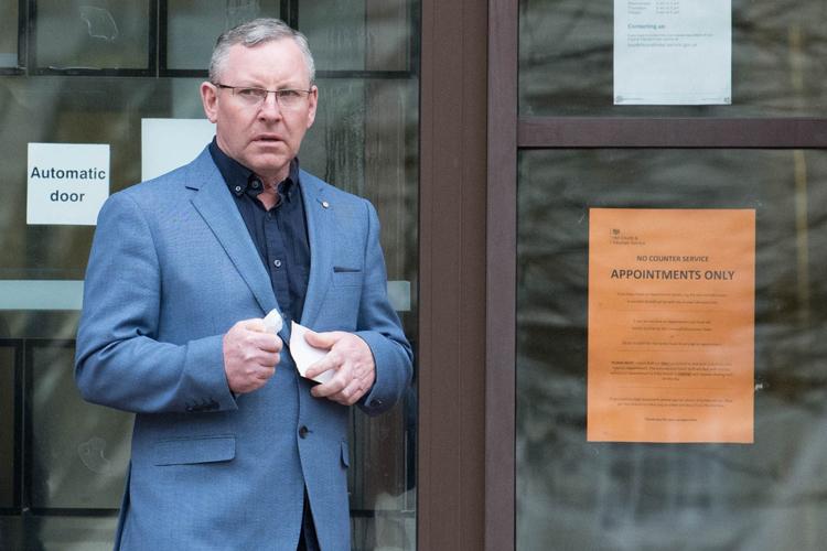 Mark Bartlett làm trong ngành xây dựng, thu nhập mỗi năm 45.000-50.000 bảng Anh. Ảnh: Simon Deacon/BPM Media.