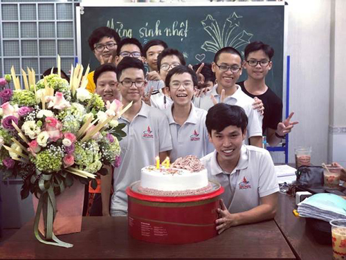 Thầy Hồ Hoài Khanh cùng học trò