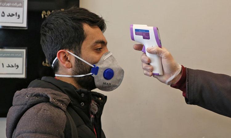 Kiểm tra nhiệt độ tại một tòa nhà ở thủ đô Tehran, Iran hôm 4/3. Ảnh: AFP.
