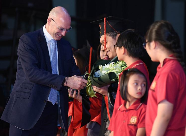 Nhiều học sinh lớp 12 VAS đoạt được các suất học bổng du học tại các trường đại học, cao đẳng.