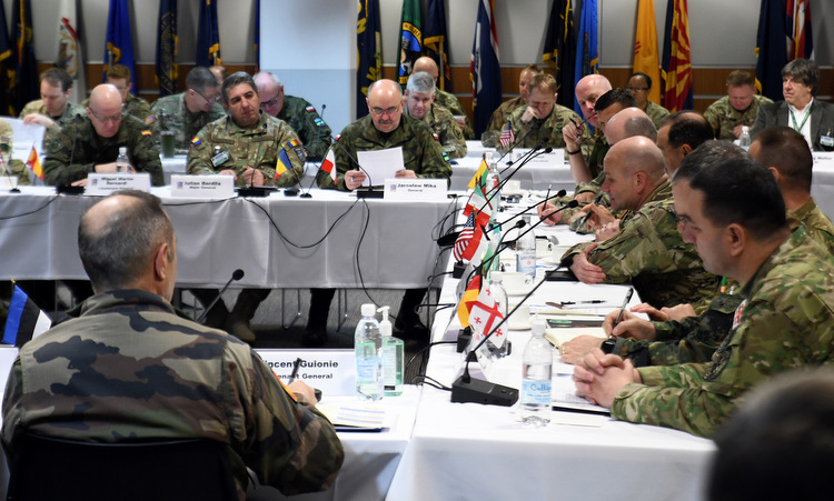 Tư lệnh lục quân các nước châu Âu trong cuộc họp ở Wiesbaden hôm 6/3. Ảnh: US Army.