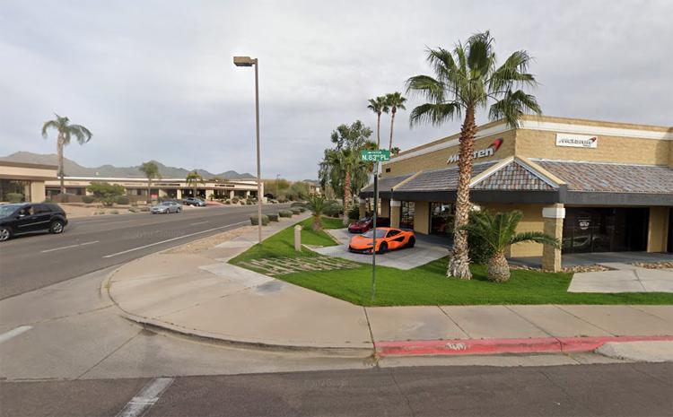 Đại lý McLaren Scottsdale nằm ở một góc ngã tư tại thành phố Scottsdale, bang Arizona. Ảnh: Google Maps