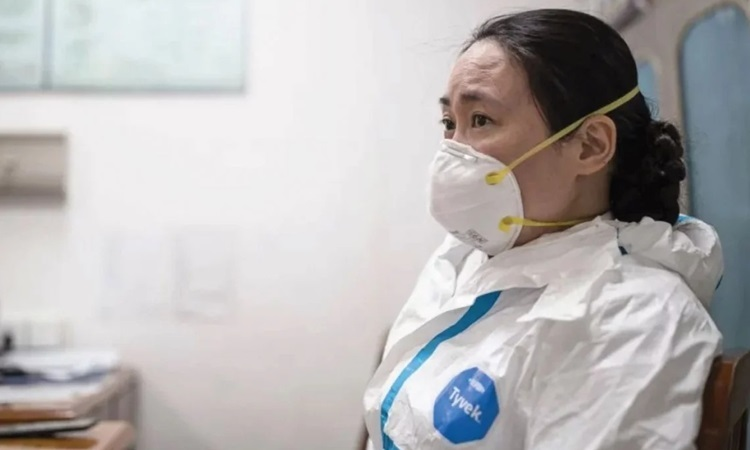 Bác sĩ Ai Fen, trưởng khoa cấp cứu tại Bệnh viện Trung tâm Vũ Hán. Ảnh: People.