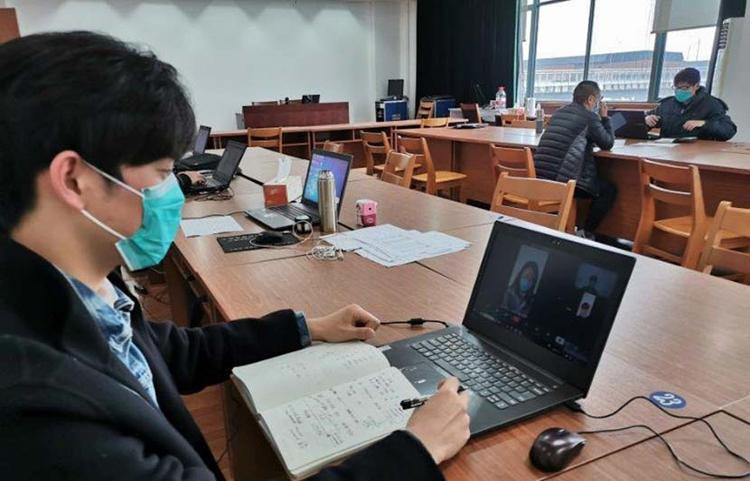 Đại diện một công ty công nghệ phỏng vấn tuyển dụng trực tuyến tại tỉnh Chiết Giang, Trung Quốc. Ảnh: Weibo.