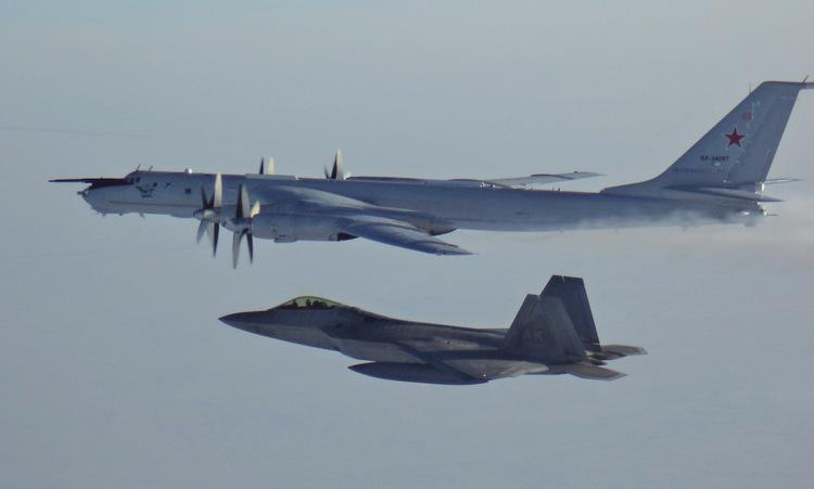 Tiêm kích F-22 giám sát máy bay săn ngầm Tu-142 hôm 9/3. Ảnh: NORAD.