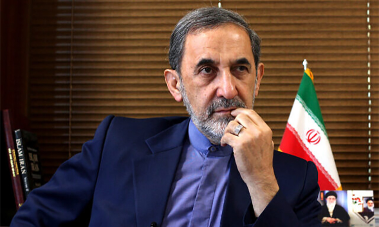 Ali Akbar Velayati trả lời phỏng vấn ở Tehran tháng 8/2013. Ảnh: AP.