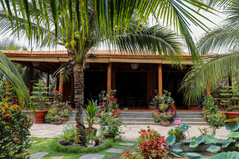 Homestay làm từ 4.000 cây dừa