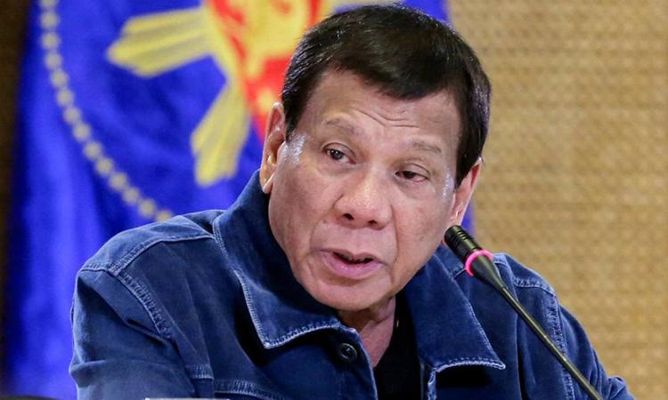 Tổng thống Rodrigo Duterte tại buổi họp báo ở Manila hôm 12/3. Ảnh: AP.