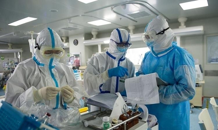 Nhân viên y tế tại bệnh viện ở Vũ Hán hôm 22/2. Ảnh: AFP.