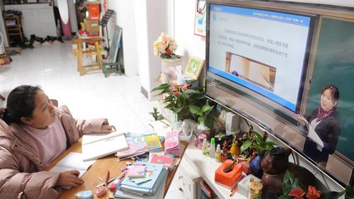 Học online thay thế cho học trên lớp tại Trung Quốc trong dịch Covid-19.
