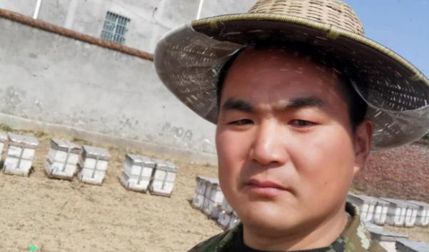 Wu Haijian, làm nghề nuôi ong, đã từ tỉnh Vân Nam quay về Hồ Bắc hôm 11/3. Ảnh: SCMP