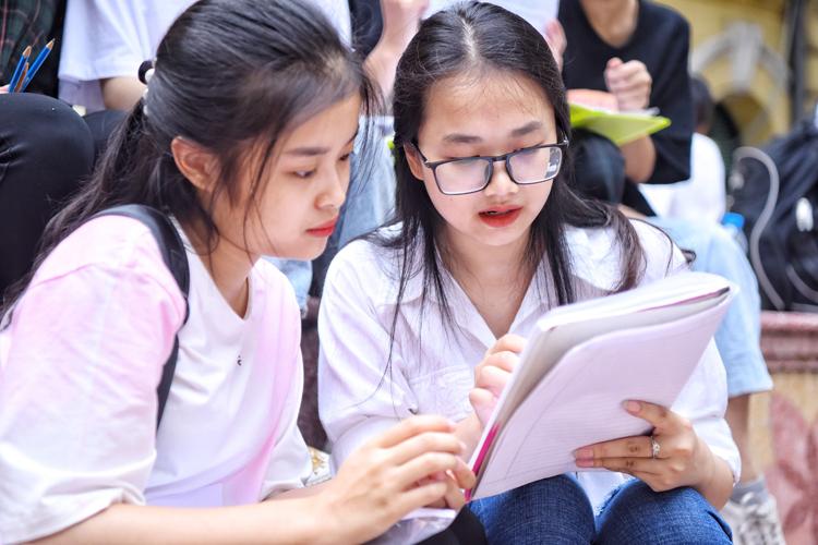 Học sinh Hà Nội tham dự kỳ thi THPT quốc gia năm 2019. Ảnh: Giang Huy.