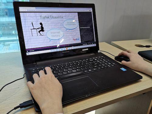 Học online là giải pháp hiệu quả trong thời gian học sinh nghỉ học để phòng chống dịch bệnh.