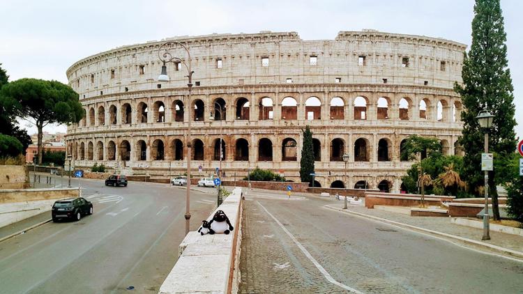 Đấu trường La Mã (Colosseum), thủ đô Rome, vắng bóng người trong buổi sáng đầu tiên sau lệnh phong tỏa. Ảnh: Lý Dật Thụ.