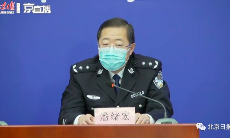 Phó giám đốc công an Bắc Kinh Phan Tự Hoành trong cuộc họp báo hôm 15/3. Ảnh: People.cn.