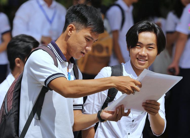 Học sinh tại TP HCM dự kỳ thi THPT quốc gia hồi tháng 6/2019. Ảnh: Quỳnh Trần.