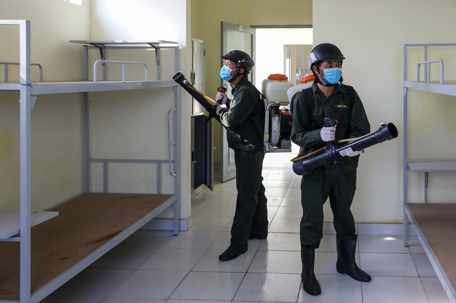 Sinh viên rời ký túc xá để phòng Covid-19