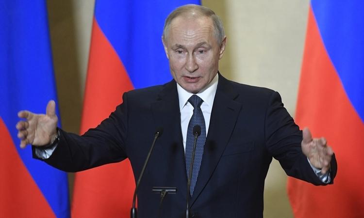 Putin phát biểu tại Crimea ngày 18/3. Ảnh: AFP.