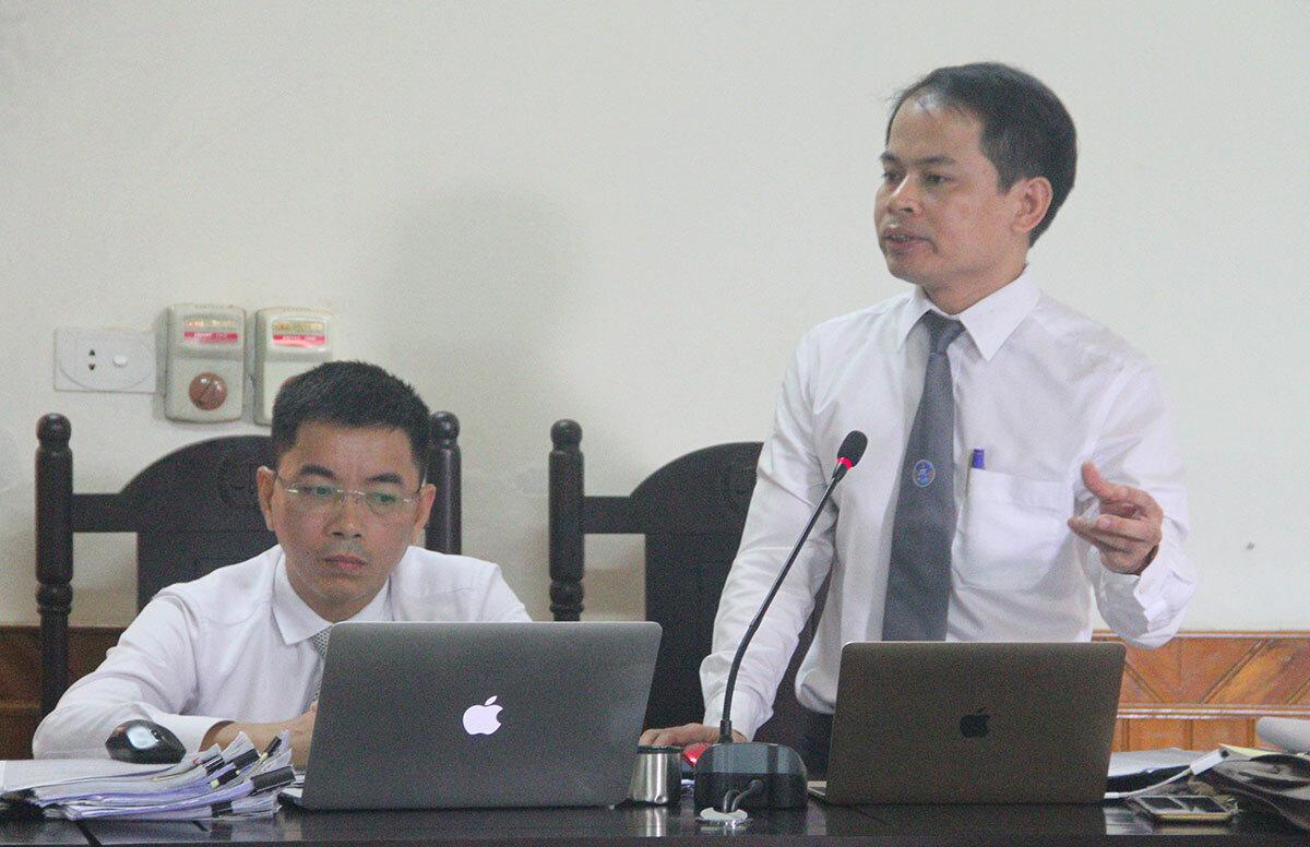 Luật sư Tuấn (bên phải) tham gia bào chữa hồi tháng 5/2019. Ảnh: Đức Hùng