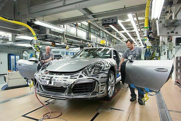 Sản xuất ôtô tại châu Âu tê liệt vì dịch Covid-19