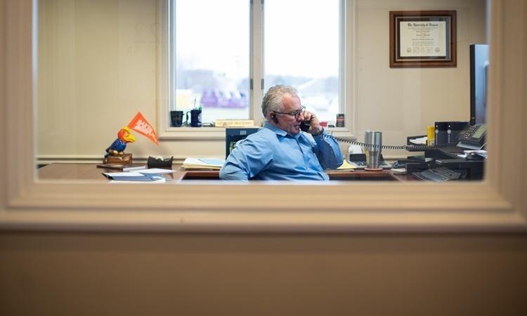Quản lý ngân hàng George McCrary. Ảnh: Washington Post.