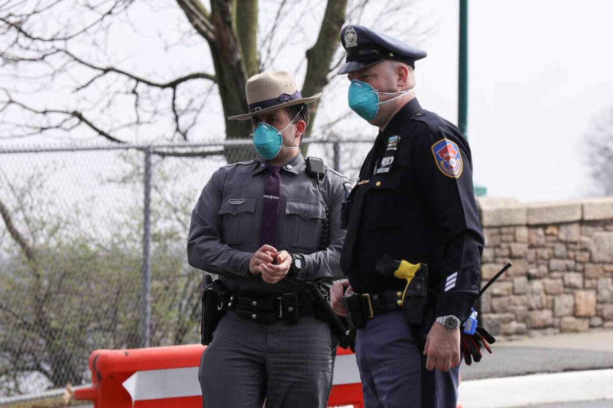 Covid-19 buộc cảnh sát Mỹ thay đổi cách làm việc - ảnh 1