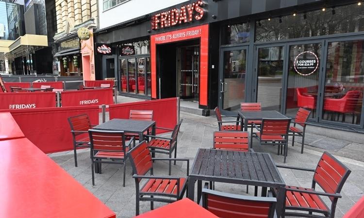 Quán cafe không khách tại trung tâm London ngày 17/3. Ảnh: AFP.