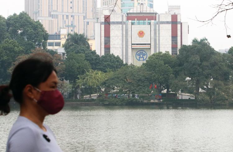 TP Hà Nội đã lên kế hoạch đảm bảo nhu cầu về khẩu trang kháng khuẩn và khẩu trang y tế cho người dân. Ảnh: Võ Hải.