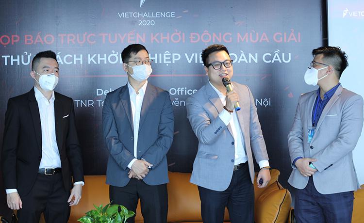 Các chuyên gia trao đổi thông tin về mùa giải sáng 21/3 tại Hà Nội. Ảnh: BTC