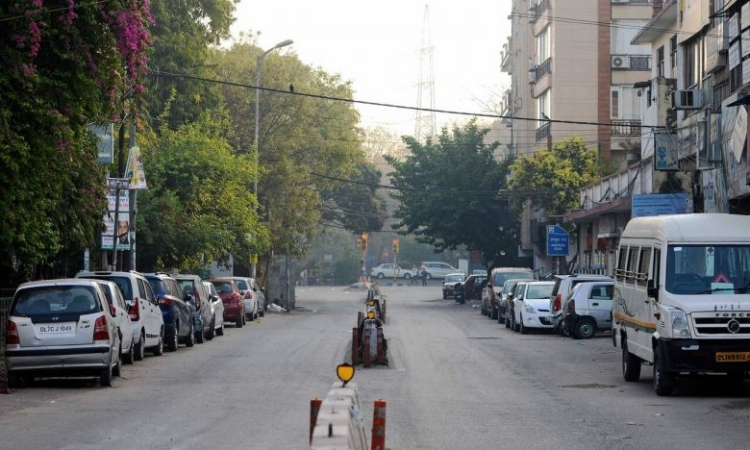 Một khu phố ở New Delhi, Ấn Độ, vắng vẻ trong thời gian giới nghiêm hôm nay. Ảnh: AFP.