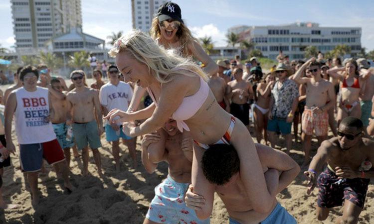 Thanh niên Tây Âu vẫn mở tiệc giữa đại dịch - ảnh 1