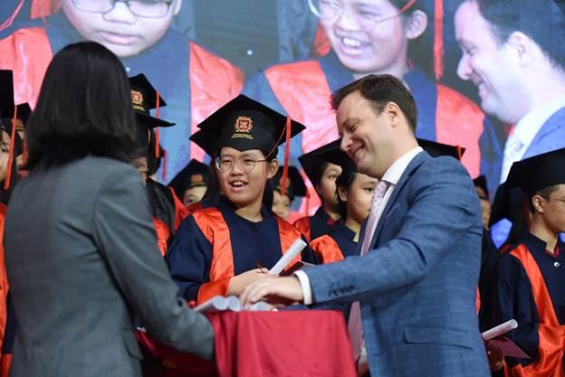 Hơn 90% học sinh lớp 12 tại VAS được chấp thuận và đoạt được các suất học bổng có giá trị cao tại các trường đại học, cao đẳng danh tiếng trên thế giới.
