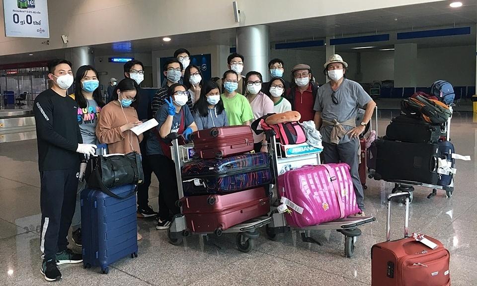 Nhóm du học sinh kẹt ở Mỹ đã về TP HCM