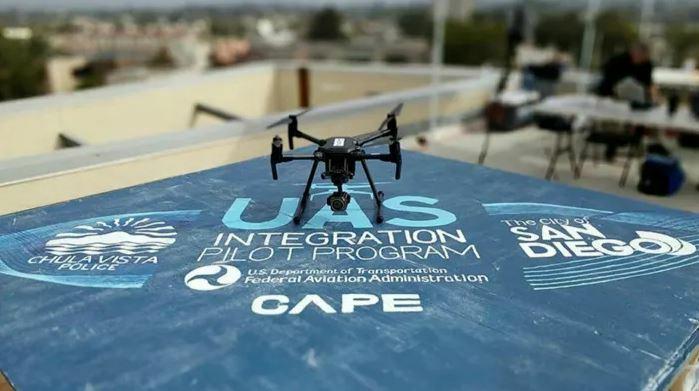 Cảnh sát Mỹ dùng drone để phát thông báo trong Covid-19 - ảnh 1