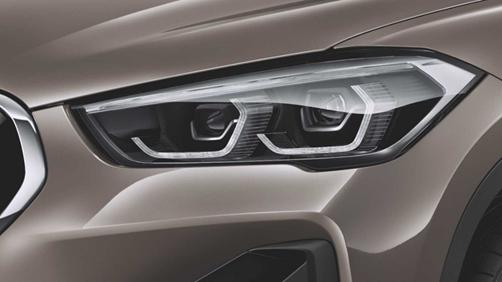 Đèn chiếu sáng thiết kế mới trên BMW X1 phiên bản nâng cấp.
