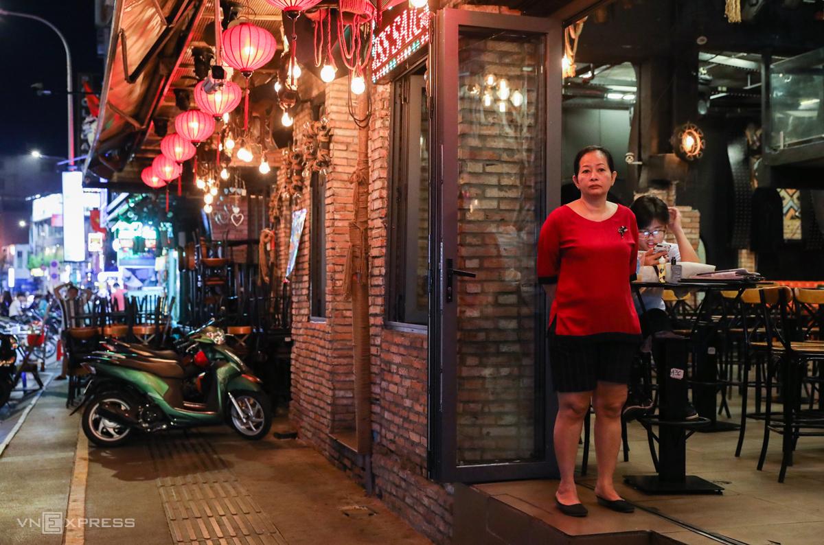 Quán bia ở phố Tây Sài Gòn bị đóng cửa từ tối 15/3. Ảnh:Như Quỳnh.