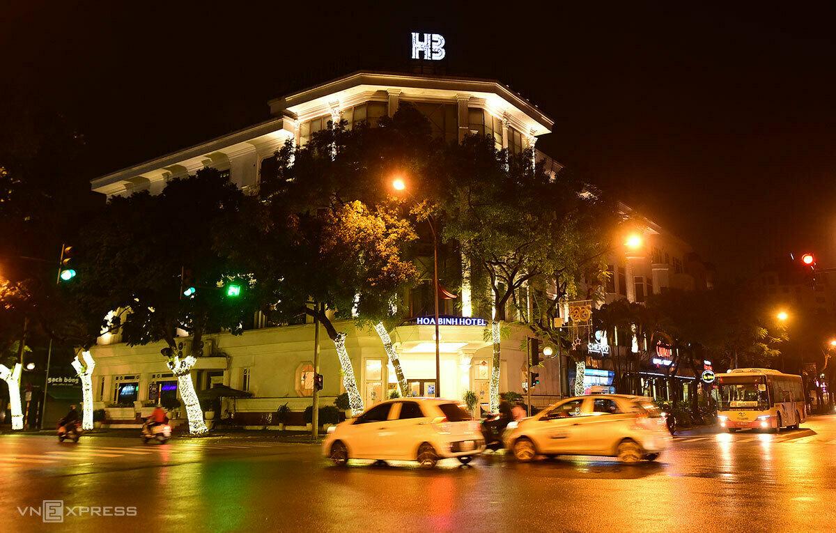 Khách sạn Hoà Bình, 27 Lý Thường Kiệt, quận Hoàn Kiếm, được TP Hà Nội lựa chọn làm nơi cách ly tập trung cho người nước ngoài. Ảnh:Giang Huy