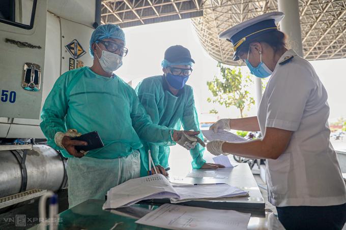 Việt Nam viện trợ Lào và Campuchia chống Covid-19 - ảnh 1