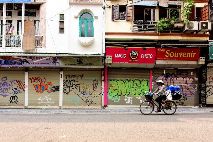 Ngày 26/3, nhiều cửa hàng trên địa bàn quận Hoàn Kiếm đóng cửa để phòng dịch CoVid-19. Ảnh: Giang Huy.